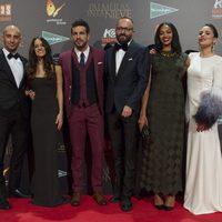 El reparto protagonista y el director de 'Palmeras en la nieve' en la premiere de Madrid