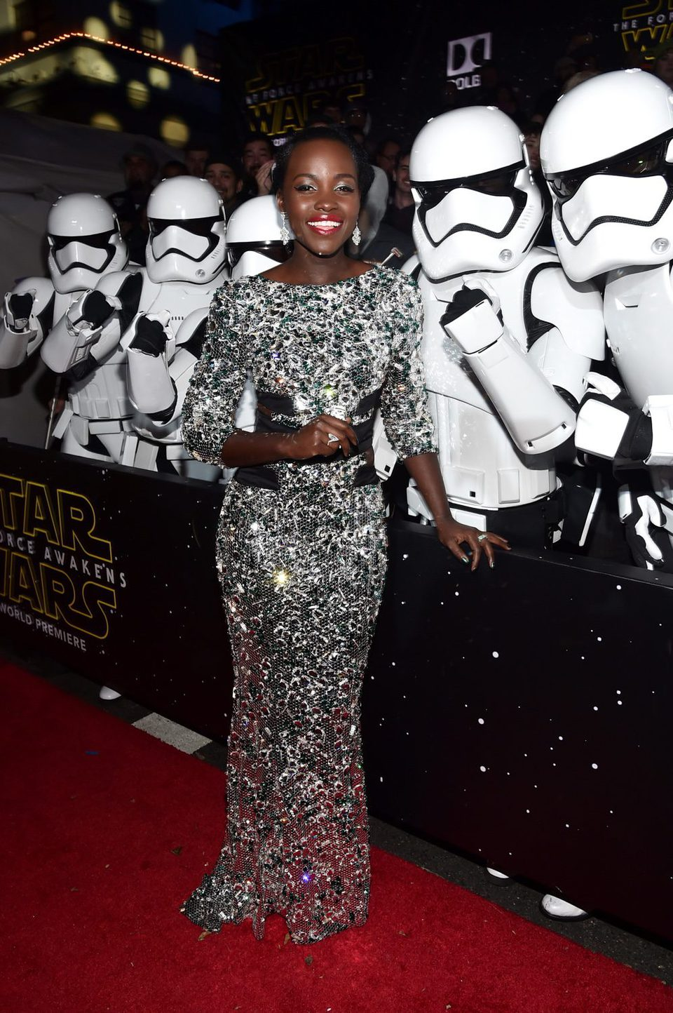 Lupita Nyong'o en la premiere de 'Star Wars: El despertar de la fuerza'
