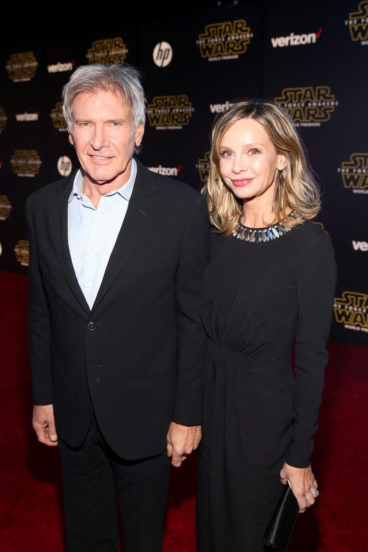 Harrison Ford y su mujer en la Premiere de 'Star Wars: El despertar de la fuerza'