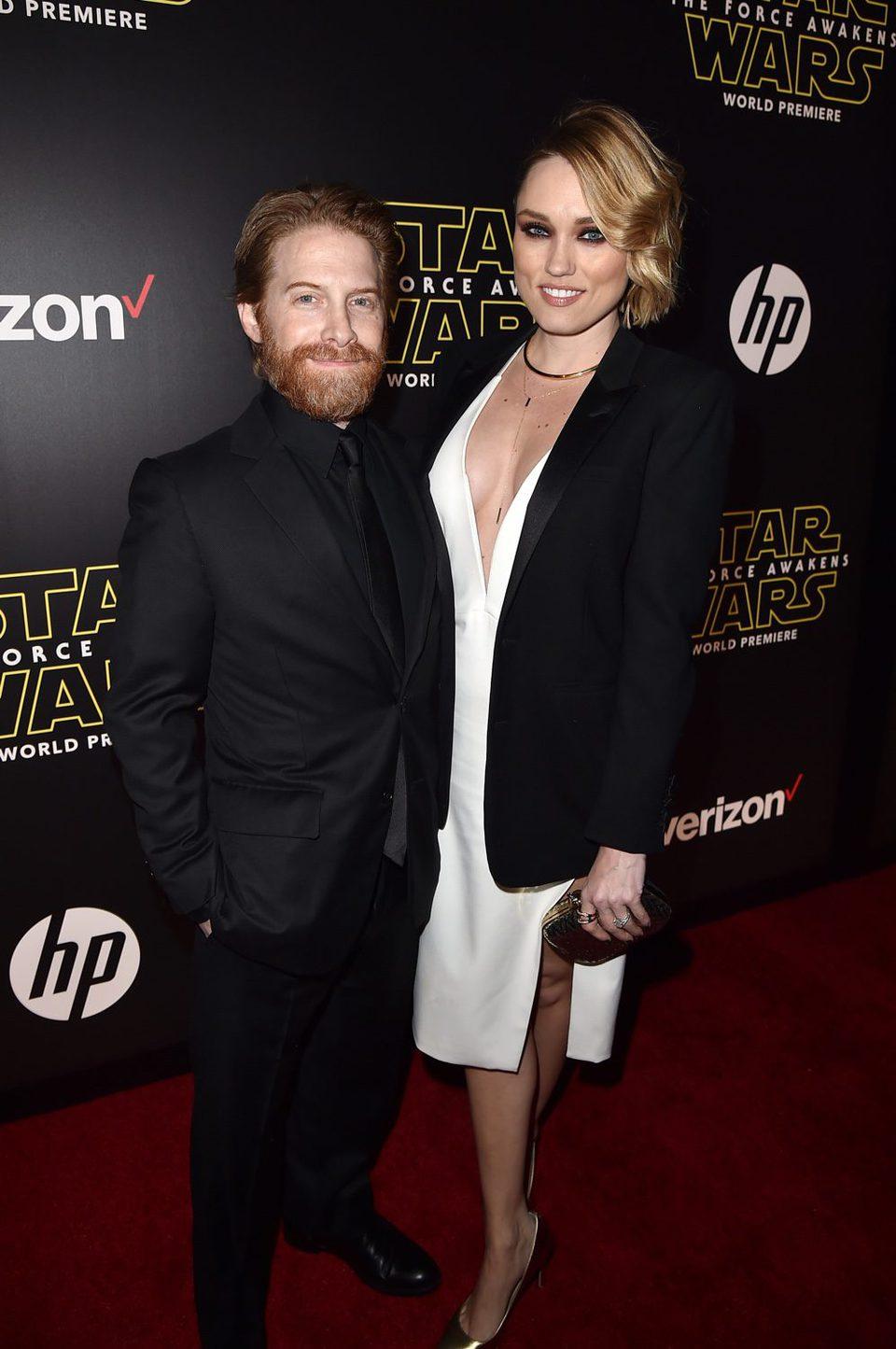 Seth Green y Clare Grant en la premiere de 'Star Wars: El despertar de la fuerza'