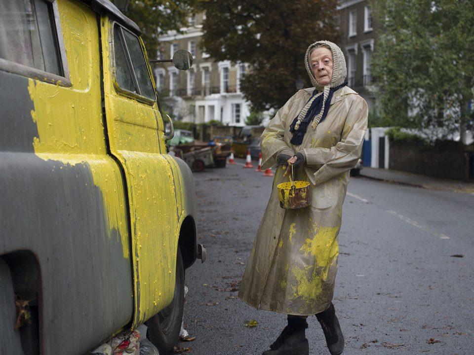 The Lady in the Van, fotograma 6 de 19