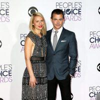Claire Danes y su marido Hugh Dancy en los People's Choice Awards 2016