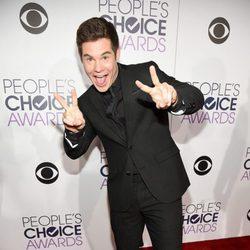 Adam DeVine en los People's Choice Awards 2016