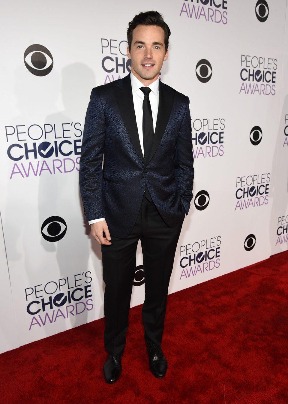Ian Harding durante los People's Choice Awards 2016