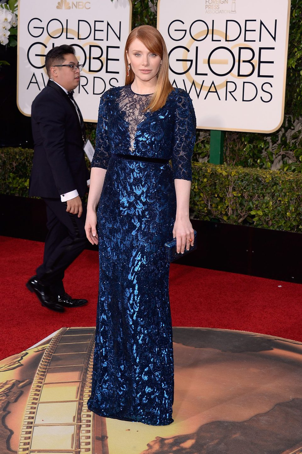 Bryce Dallas Howard in the 2016 Golden Globes red carpet