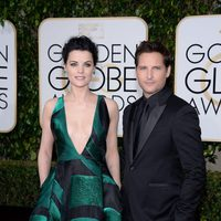 Jaimie Alexander and Peter Facinelli in the 2016 Golden Globes red carpet