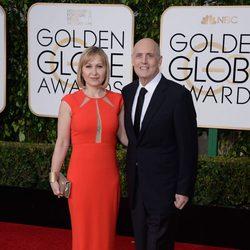 Jeffrey Tambor and Kasia Ostlun at the 2016 Golden Globes red carpet