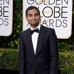 Aziz Ansari en la alfombra roja de los Globos de Oro 2016