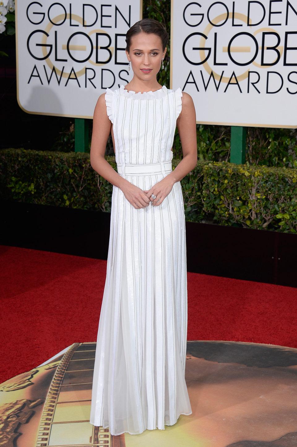 Alicia Vikander en la alfombra roja de los Globos de Oro 2016