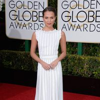 Alicia Vikander in the 2016 Golden Globes red carpet