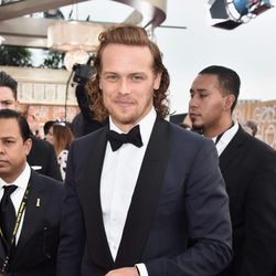 Sam Heughan at the 2016 Golden Globes red carpet