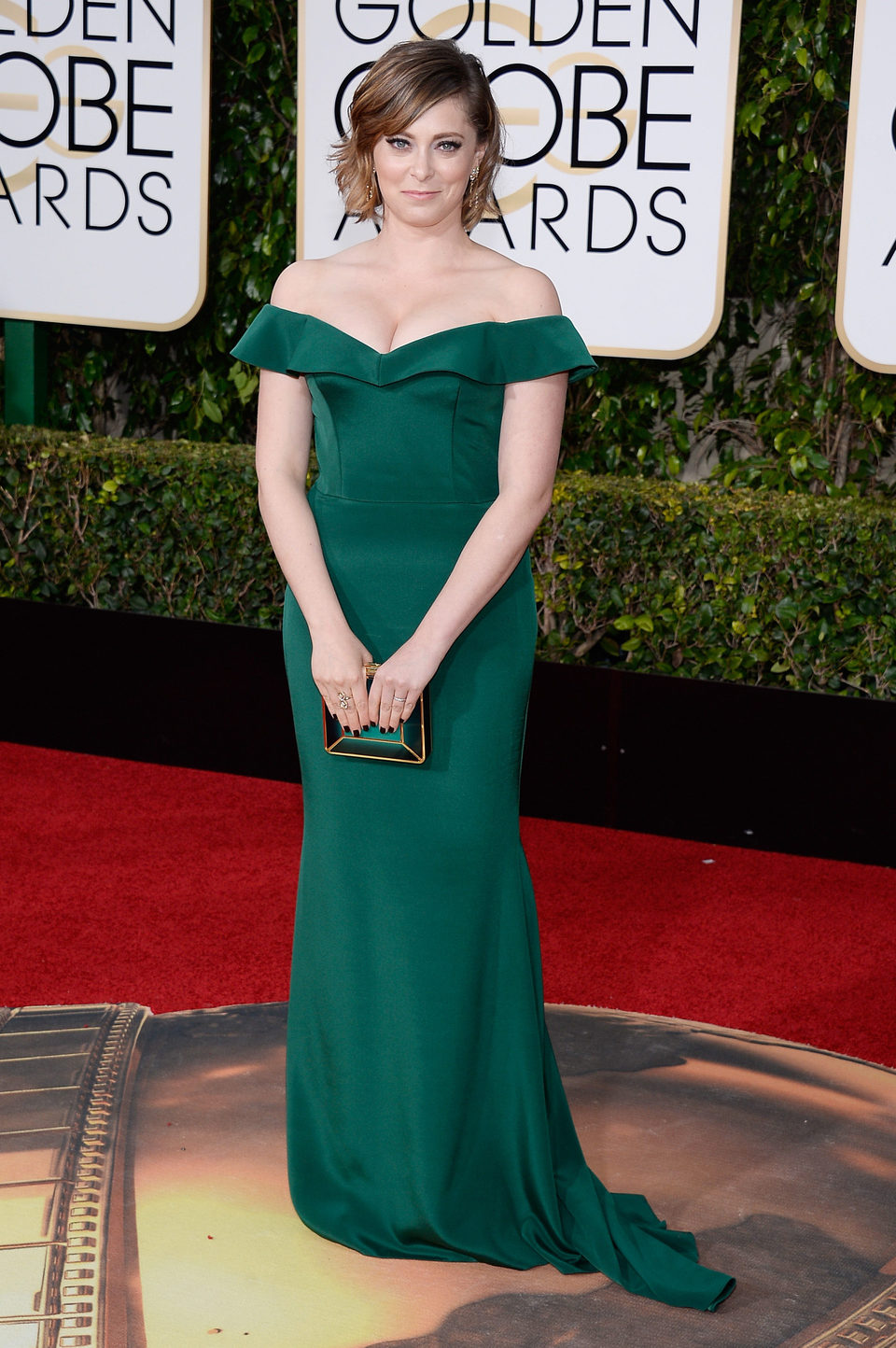 Rachel Bloom in the 2016 Golden Globes red carpet