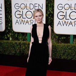 Kirsten Dunst in the 2016 Golden Globes red carpet