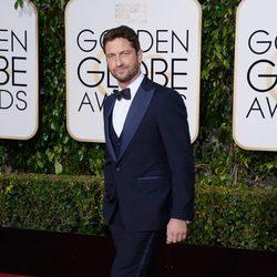 Gerard Butler at the 2016 Golden Globes red carpet