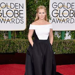 Amy Schumer in the 2016 Golden Globes red carpet