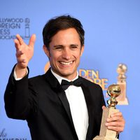 Gael García Bernal gana el Globo de Oro por 'Mozart in the Jungle'