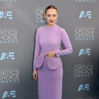 Laura Haddock en la alfombra roja de los Critics Choice Awards 2016