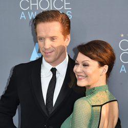 Damien Lewis llegó a la alfombra roja de los Critics Choice Awards 2016 con su mujer