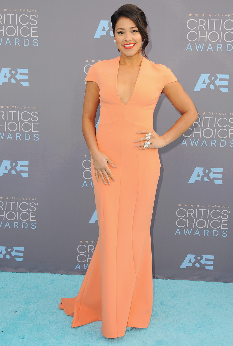 Gina Rodríguez minutos antes de la gala de los Critics Choice Awards 2016