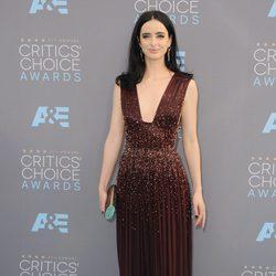 Krysten Rytter sobre la alfombra roja de los Critics Choice Awards 2016