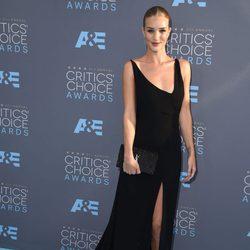Rosie Huntington-Whiteley fue con Jason Statham a la gala de los Critics Choice Awards 2016