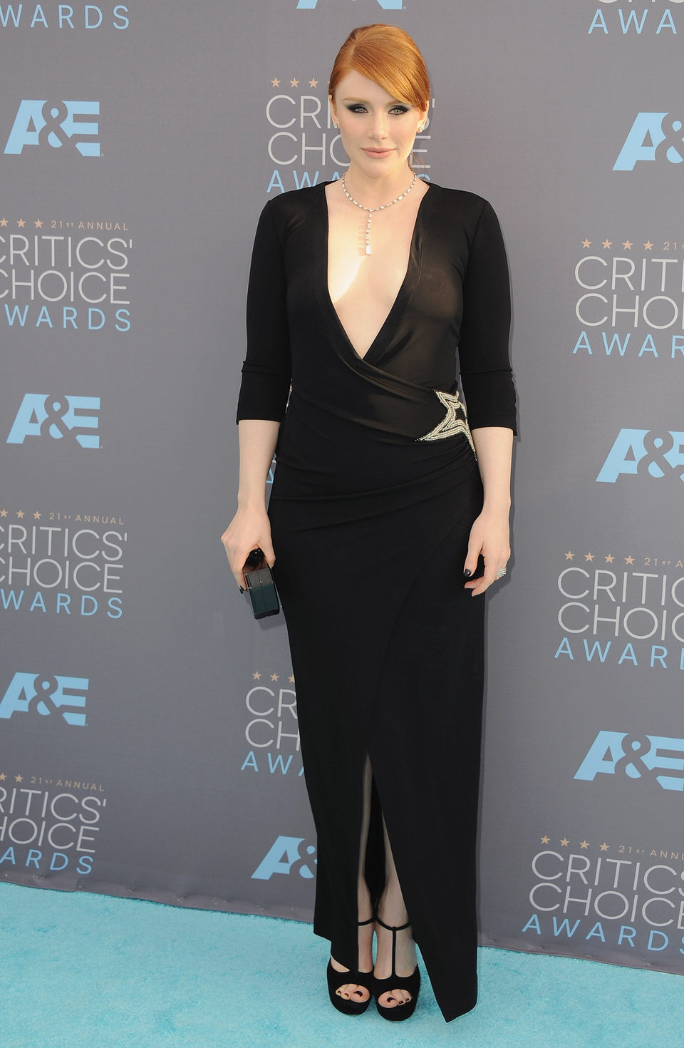 Bryce Dallas Howard en la alfombra roja de los Critics Choice awards 2016