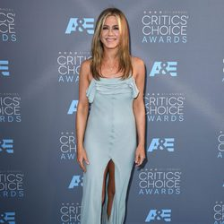 Jennifer Aniston sobre la alfombra roja de los Critics Choice Awards 2016