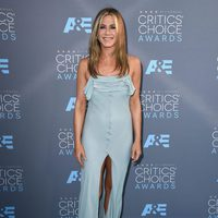 Jennifer Aniston sobre la alfombra roja de los Critics Choice Awards 2016