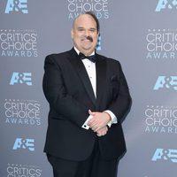 Mel Rodríguez sorprendió a todos con su extravagante look en los Critics Choice Awards 2016