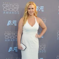 La divertida Amy Schumer antes de entrar a la ceremonia de los Critics Choice Awards 2016