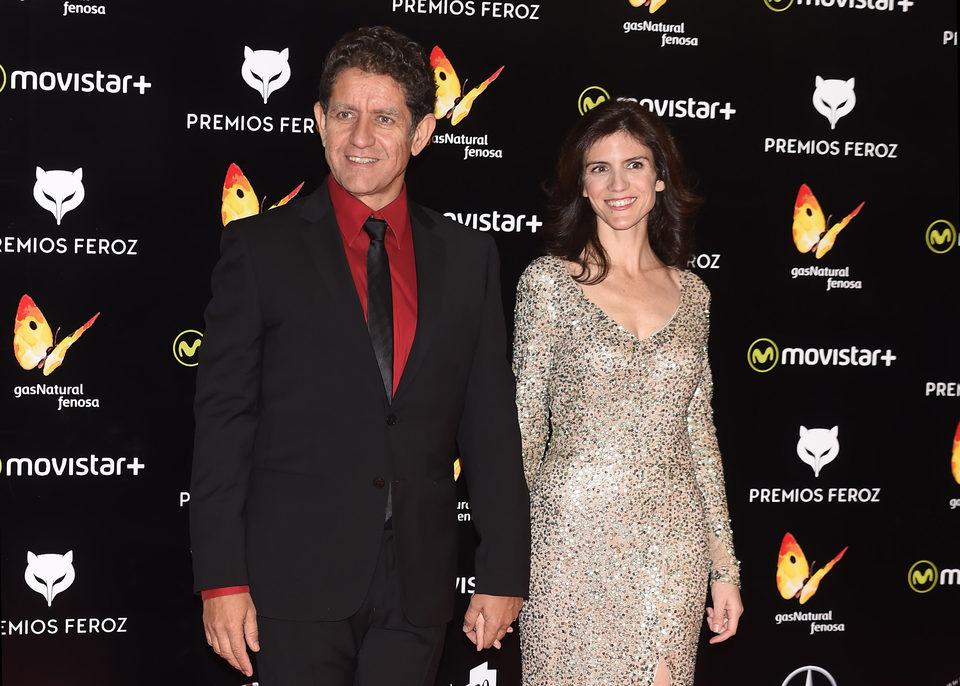 Pedro Casablanc y su pareja en la alfombra roja de los Premios Feroz 2016