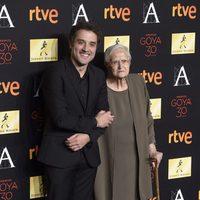 Daniel Guzmán y su abuela Antonia en la cena de los nominados a los Goya 2016