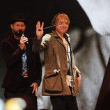 Rupert Grint saluda a los fans varita en mano
