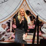 Evanna Lynch en el escenario del evento
