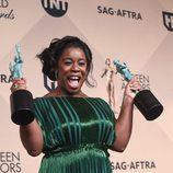 Uzo Aduba y sus dos premios en los SAG Awards 2016
