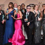 El reparto de 'Orange is the New Black' con sus premios en los SAG Awards 2016