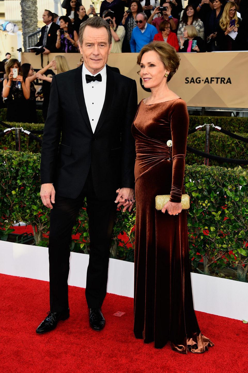 Bryan Cranston y Robin Dearden en la alfombra roja de los premios del Sindicato de Actores 2016.