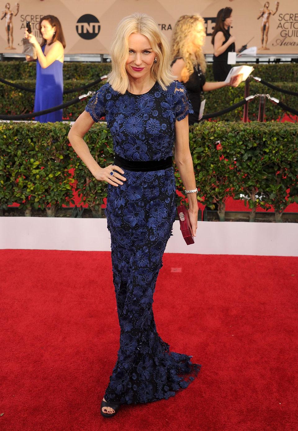 Naomi Watts en la alfombra roja de los SAG Awards 2016