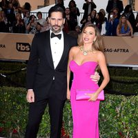 Joe Manganiello and Sofia Vergara at the SAG Awards 2016 red carpet