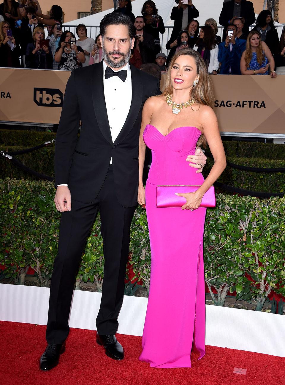 Joe Manganiello and Sofia Vergara at the SAG Awards 2016 red carpet