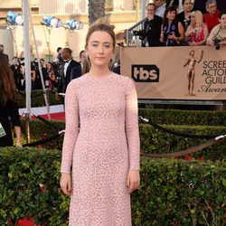 Saoirse Ronan en la alfombra roja de los SAG Awards 2016