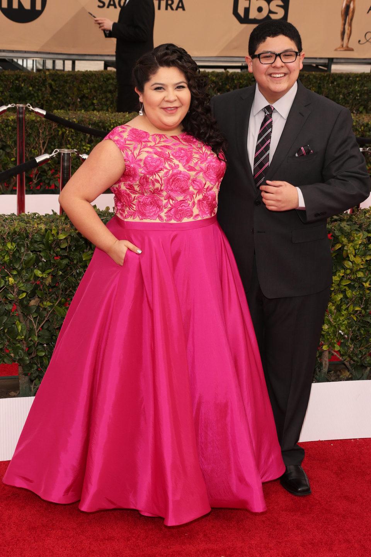 Raini Rodríguez y Rico Rodríguez en la alfombra roja de los SAG Awards 2016