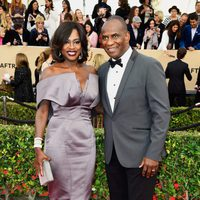 Viola Davis and Julius Tennon in red carpet of SAG Awards 2016