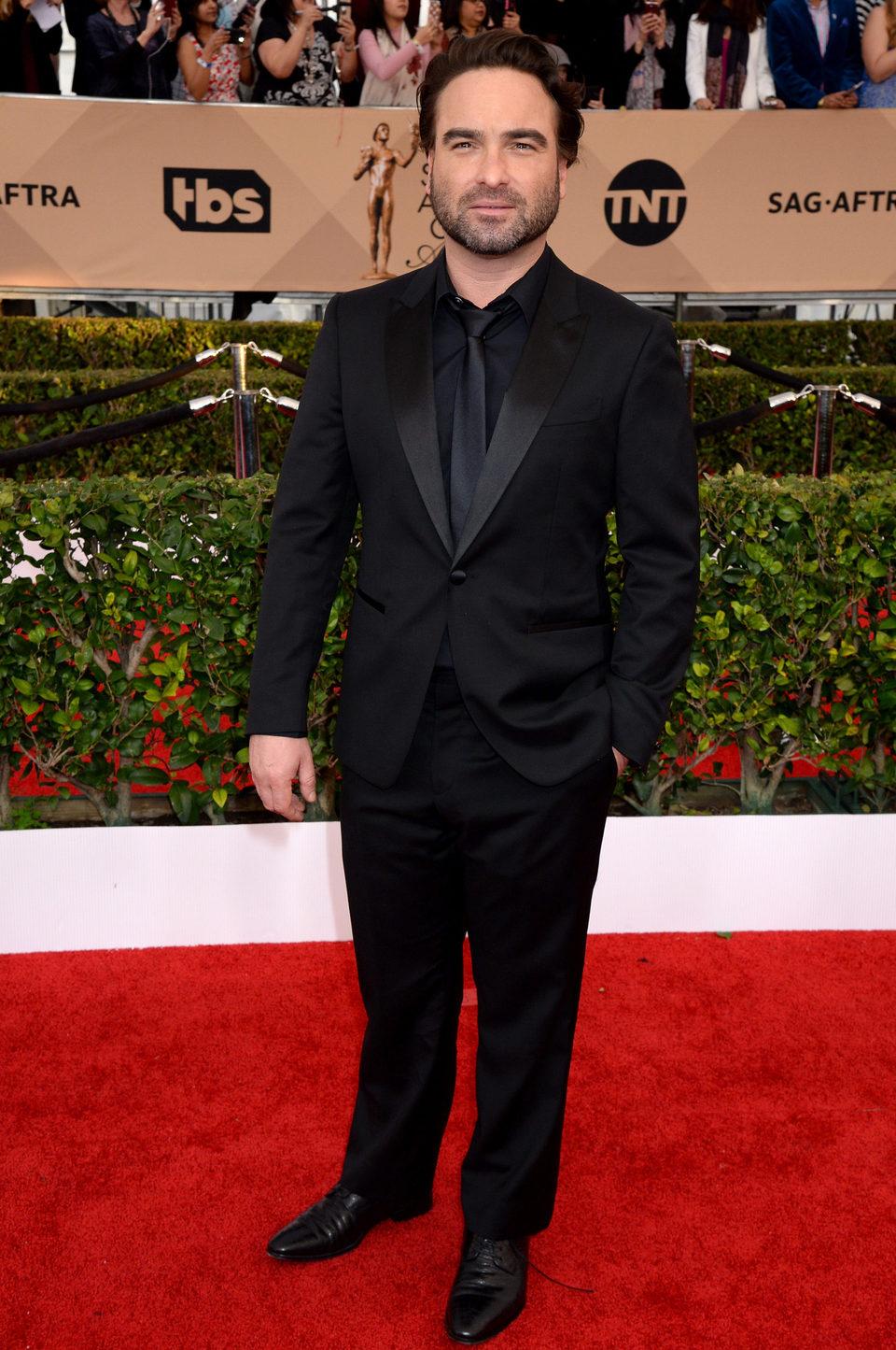 Johnny Galecki en la alfombra roja de los SAG Awards 2016