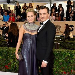 Rupert Friend y Aimee Mullins en la alfombra roja de los SAG Awards 2016