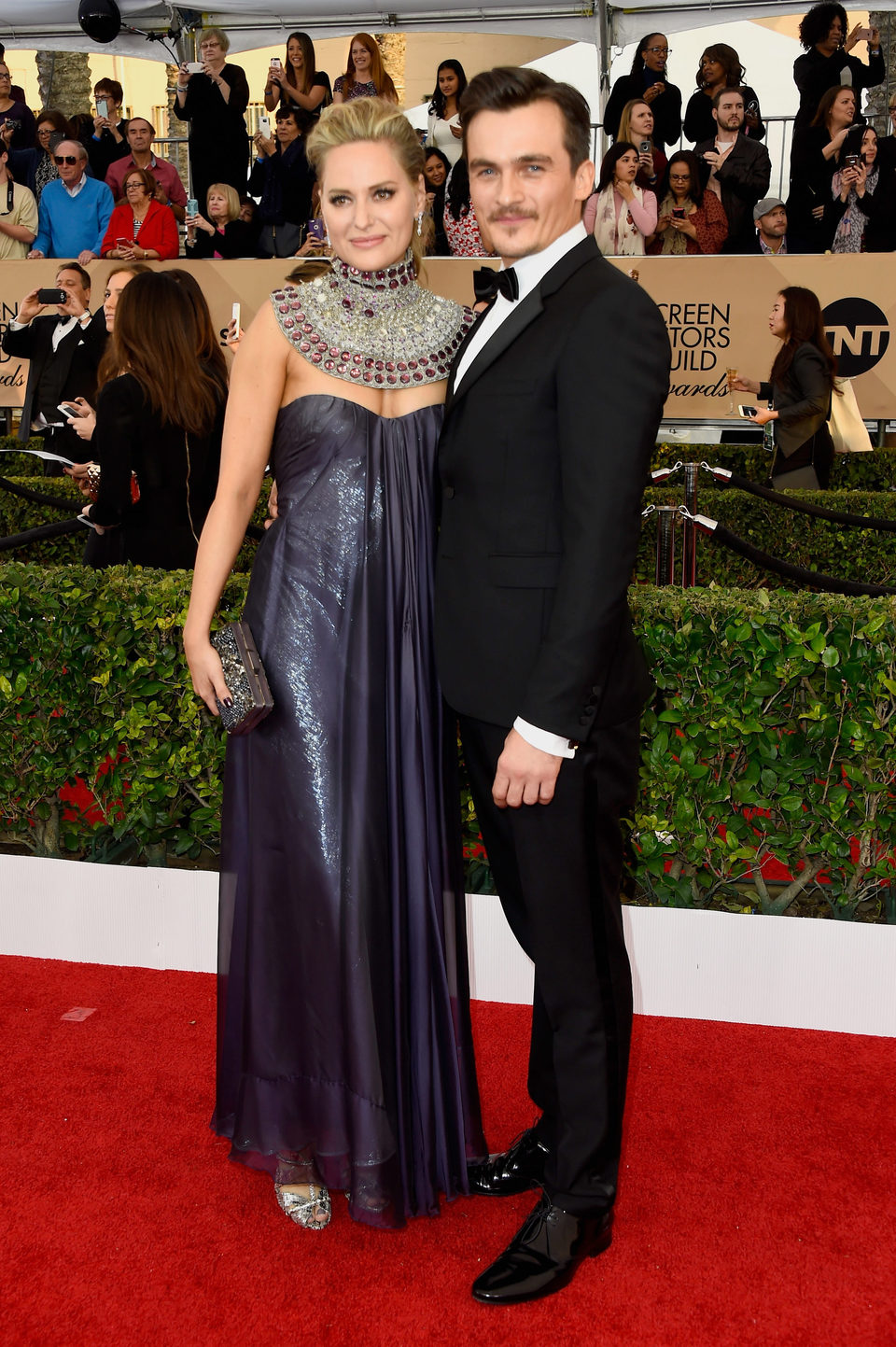 Rupert Friend and Aimee Mullins at the SAG Awards 2016 red carpet
