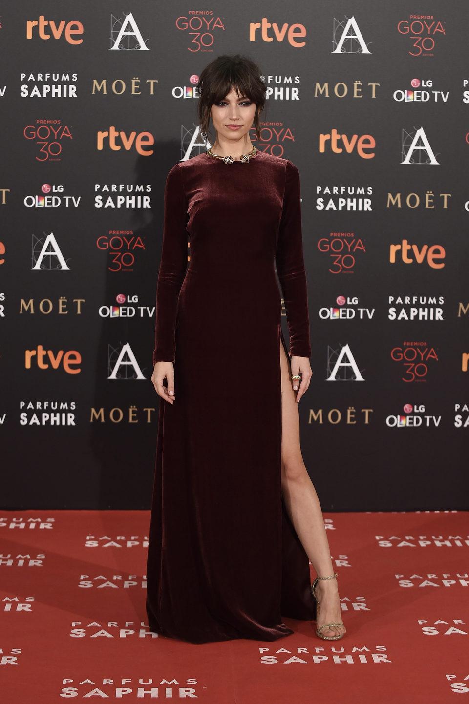 Úrsula Corberó en la alfombra roja de los Premios Goya 2016