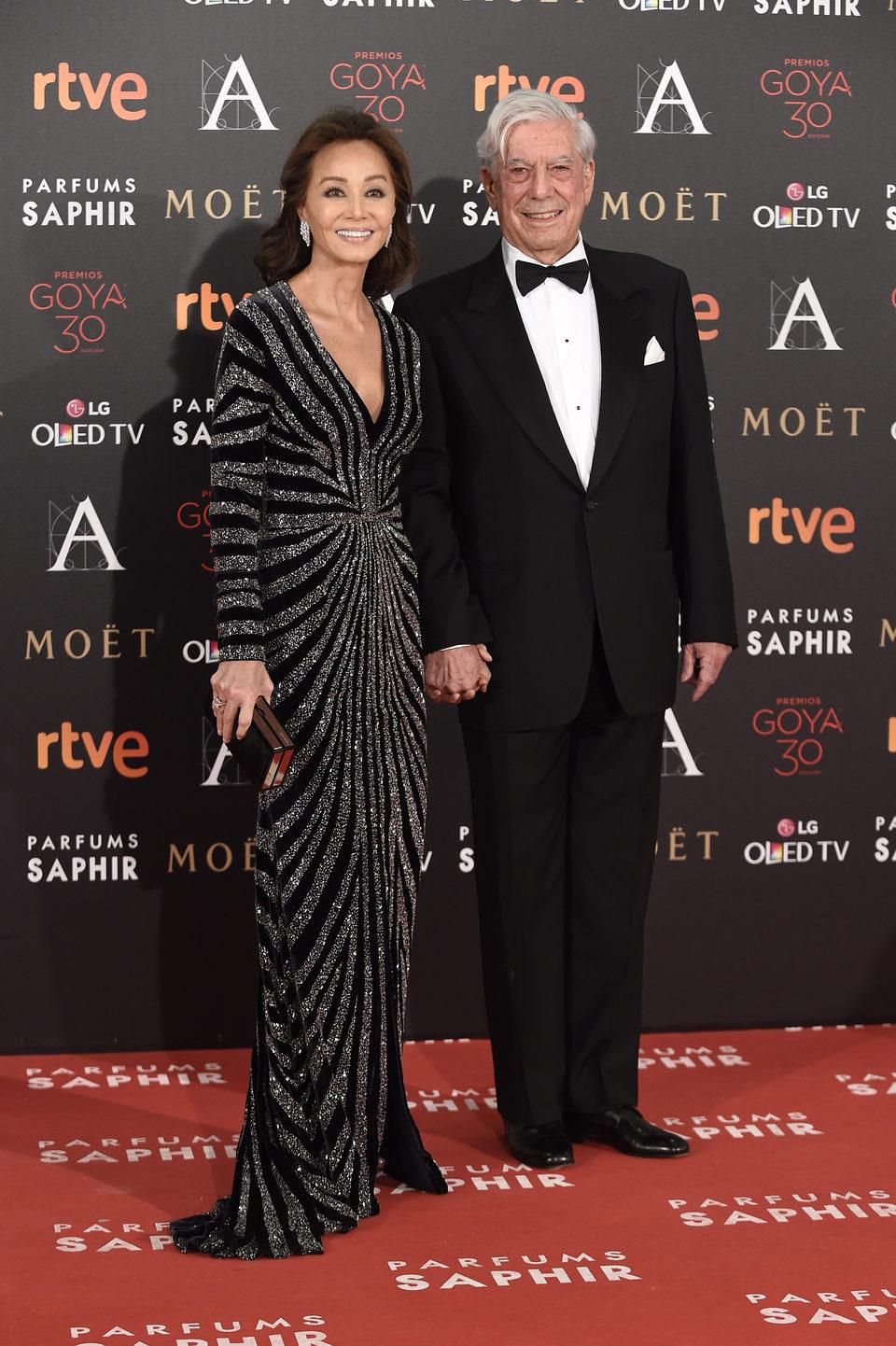 Mario Vargas Llosa e Isabel Preysler en la alfombra roja de los Premios Goya 2016