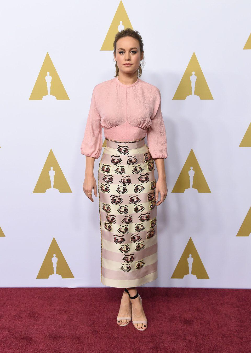 Brie Larson en la comida de nominados a los Oscar 2016
