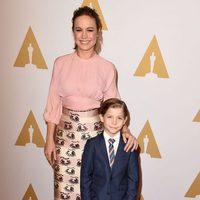 Brie Larson y Jacob Tremblay en la comida de nominados a los Oscar 2016